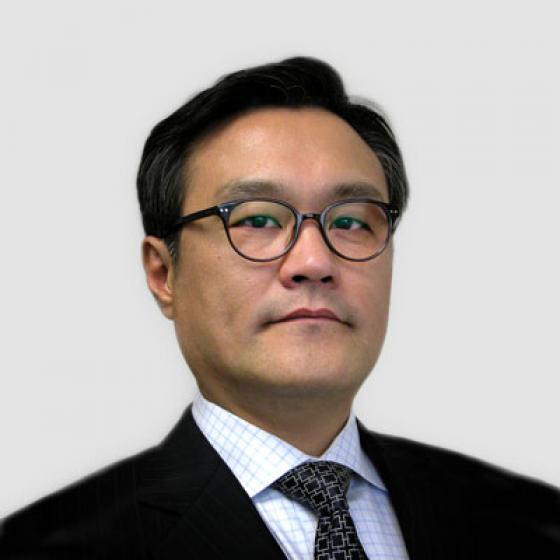 Brian Kim ist der Chief Executive Officer von Superior Essex, eine Funktion, die er seit Mai 2015 innehat. Während seiner Amtszeit war Kim für die Gründung des Essex Furukawa Global Joint Venture, der Automotive Strategic Business Unit und von Essex Malaysia verantwortlich. Kim hat auch den Start der MagForceX-Innovationszentren und den Bau einer Magnetdrahtanlage in Serbien geleitet. Vor seiner Tätigkeit im Unternehmen war Kim Präsident von LG Hausys America und Principal von AT Kearny in Seoul, Südkorea. Kim erhielt seinen Bachelor in Angewandter Statistik von der Yonsei University und erwarb anschließend einen Executive MBA von der University of Michigan.