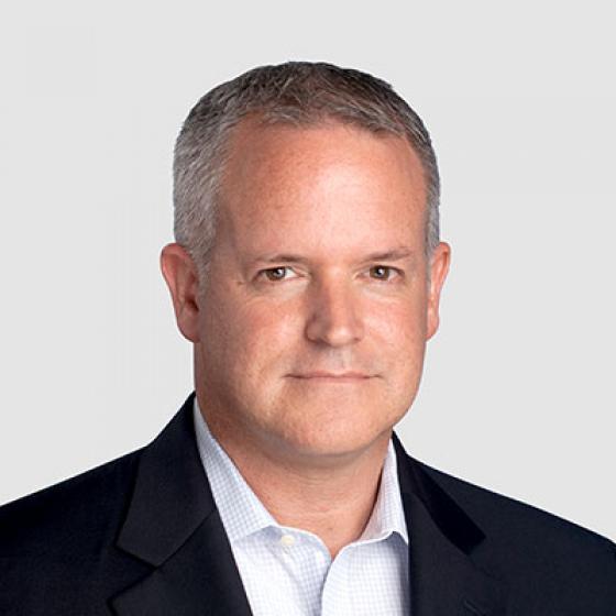 David Gray ist der Finanzvorstand von Superior Essex, eine Position, die er in den letzten zwei Jahren innehatte. Gray verbrachte die letzten fünf Jahre seiner Karriere beim Unternehmen und wurde von einem Vizepräsidenten für Finanzen der Division Kommunikations- und Energiekabel zu seiner derzeitigen Position als Verantwortlicher für einen globalen Hersteller mit einem Gesamtumsatz von 2 Milliarden US-Dollar befördert. Bevor er zu Essex kam, war er Vizepräsident für Finanzen und IT bei Cooper Bussman sowie Interims-CFO für Digital Blue, wo er half, die Vertriebsgemeinkosten um 30% zu reduzieren, was zu einer erfolgreichen Akquisition führte. Er hat einen Abschluss in Rechnungswesen von der Penn State, wurde vom Maryland Board of Public Accountancy als CPA zertifiziert und erhielt seinen CMA vom Institute of Management Accountants.